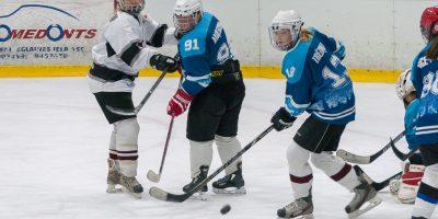 """Latvijas sieviešu hokeja čempionāta regulārā turnīra spēle starp """"L&L/JLSS"""" un """"Laima"""" Jelgavas ledus hallē 2018. gada 06. janvārī."""