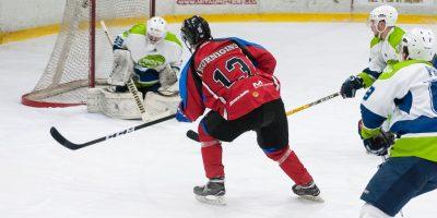 """Optibet hokeja līgas izslēgšanas kārtas trešā spēle starp HK """"Zemgale/LLU"""" un HK """"Mogo"""" Jelgavas ledus hallē, 2018. gada 28. februārī."""