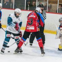 """LBJČH čempionāta spēle starp """"JLSS U15 A"""" un """"Ozolnieki Juniors"""" Jelgavas ledus hallē 2018. gada 9. septembrī."""