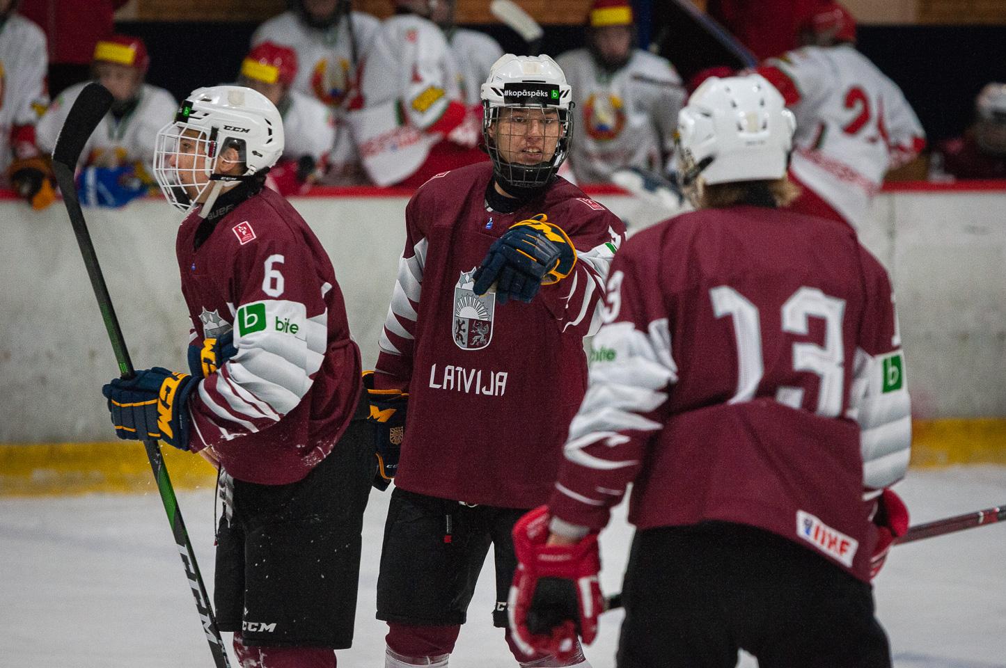 Trīs nāciju pārbaudes turnīra spēle starp Latvijas U-18 un Baltkrievijas U-18 valstsvienībā Jelgavas ledus hallē 2019. gada 14. decembrī.   Foto: Ruslans Antropovs / rusantro.com