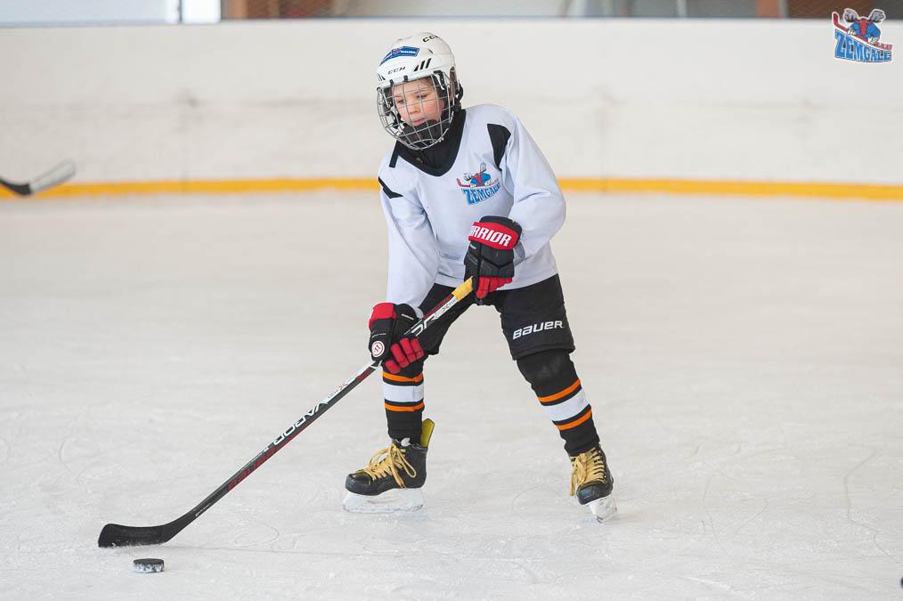 Jelgavas Ledus sporta skola (JLSS) U-11 vecuma grupas jauniešu treniņš Pasta salas slidotavā 2021. gada 24. februārī   Foto: Ruslans Antropovs
